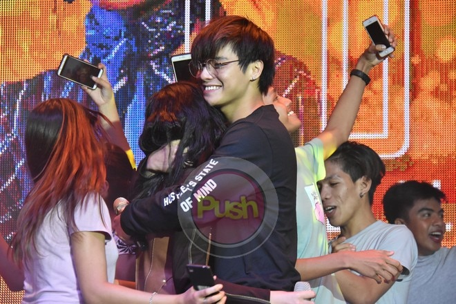 Suportado ng ka-love team ni Loisa na si Ronnie Alonte ang album launch niya.