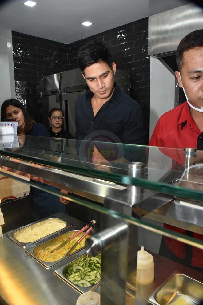 Piolo Pascual opened his first branch of Turks restaurant located along Mo. Ignacia, Quezon City.
