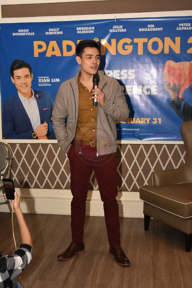 Xian poses with the Hollywood bear Paddington during the movie's presscon.
