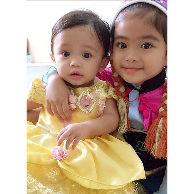 MelaSon's cute kids Mela and Stela dressed up as Frozen's Anna and Beauty and Beast's Belle.