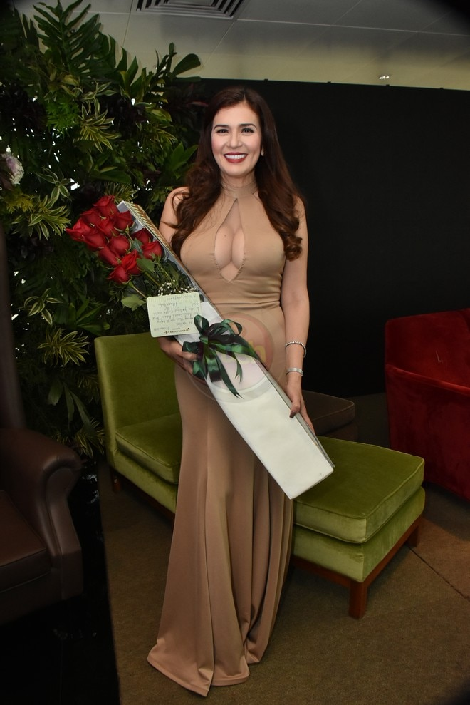 Zsa Zsa flaunted her sexy figure at the thanksgiving presscon of the hit series Wildflower.