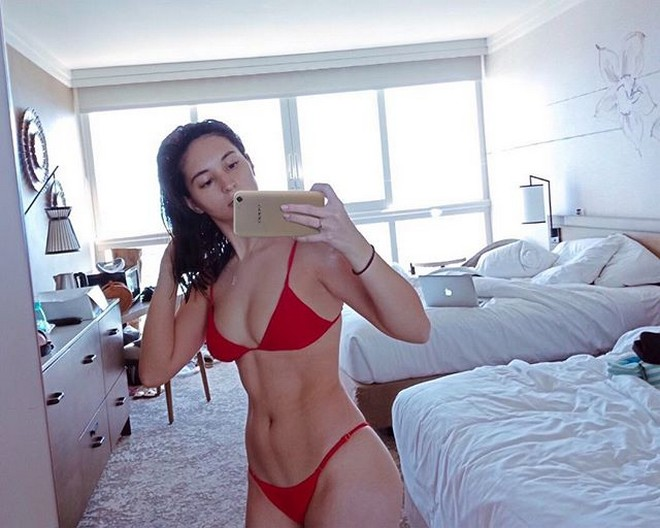 Coleen Garcia stuns in red bikini while in Hawaii for her Bachelorette party.