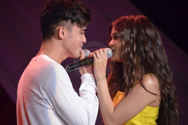 Fans weren't able to contain their kilig for Maris and Inigo at Maris' very first fan con.