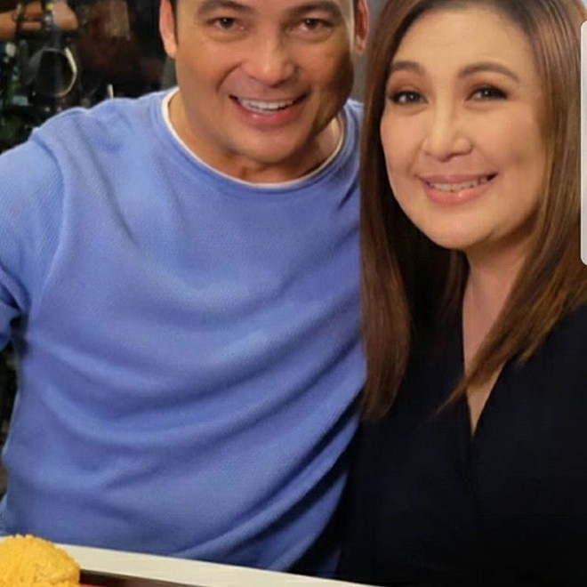 Kilig! Gabby posed for a photo with Sharon during the taping of their fast food chain commercial.
