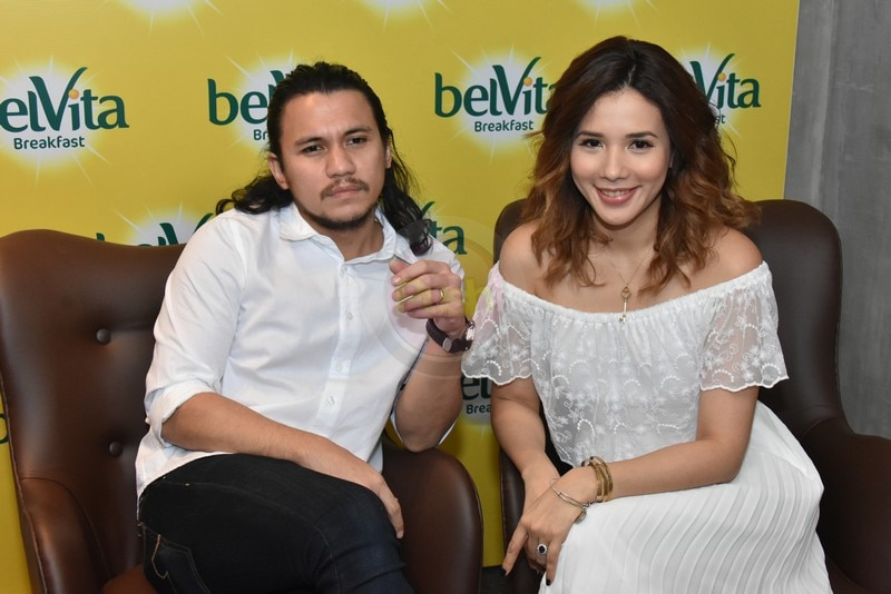 Married couple Karylle and Yael Yuzon happily endorses a biscuit brand.