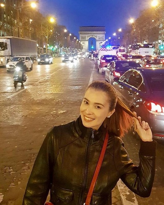 Sunshine Cruz is enjoying Paris.