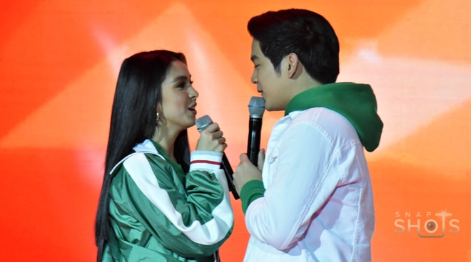 JoshLia are looking sweet at the launch of a smartphone brand's new mobile model