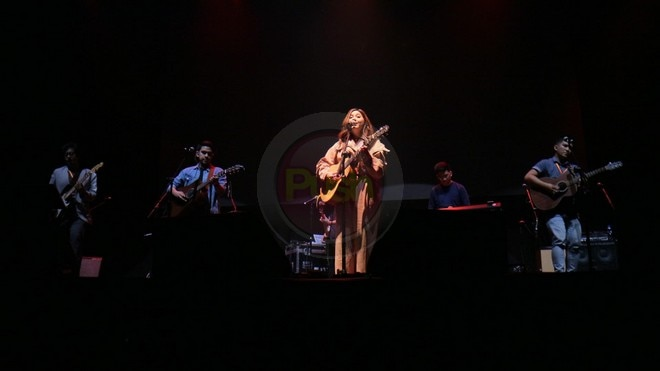 Fans enjoyed an acoustic night, jamming with Moira dela Torre and Boyce Avenue.