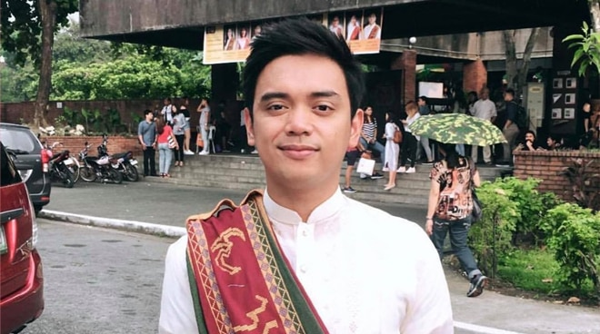 Juan Miguel Severo explains why he placed his 'sablay' on his right shoulder