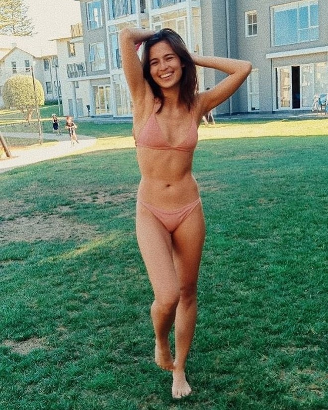 Jasmine Curtis Smith welcomes the new year with a toned bod.
