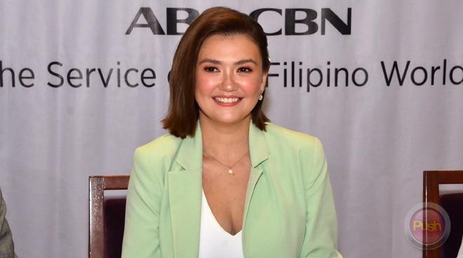 Angelica Panganiban tells fan she won't take photos if she's not at work