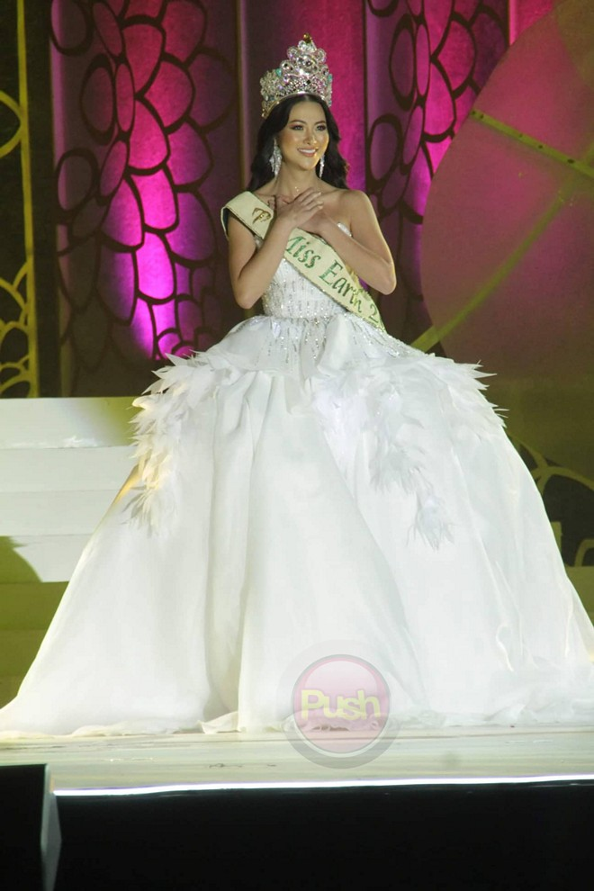 Check out Miss Puerto Rico's winning looks at the Miss Earth 2019 pageant.