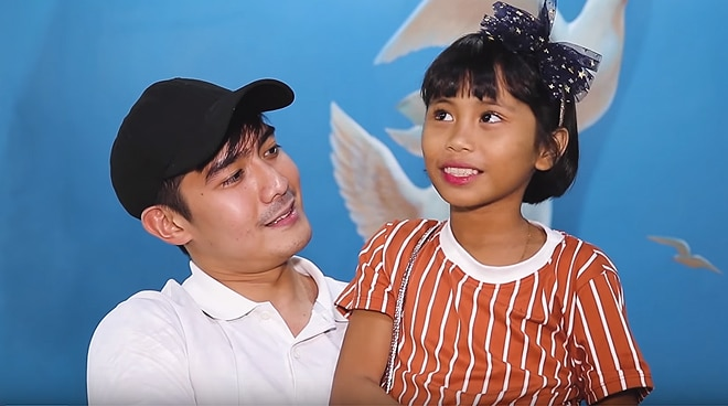 Robi Domingo bonds with 'You Do Note Girl' at a museum, surprises her with gifts
