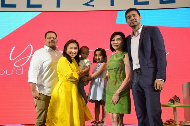 Hayden Kho & Vicki Belo accompanies Scarlet as she is launched the new endorser of Meet My Feet.