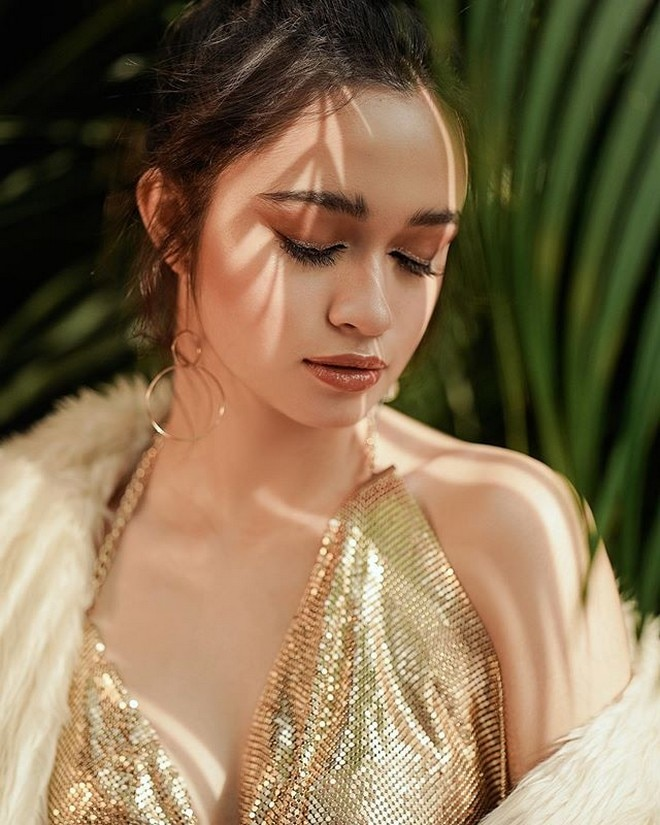 Angelina Cruz, the daughter of Sunshine Cruz and Cesar Montano, has turned 18.