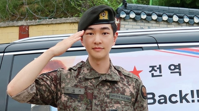 SHINee member Onew discharged from military