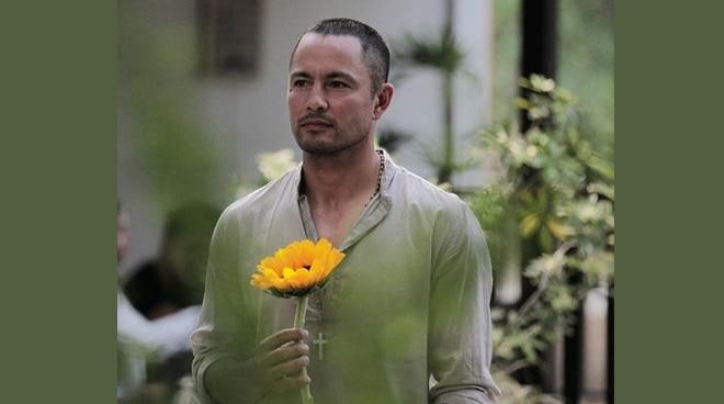 Derek Ramsay, pinalayas nga ba ang ex-girlfriend sa bahay?